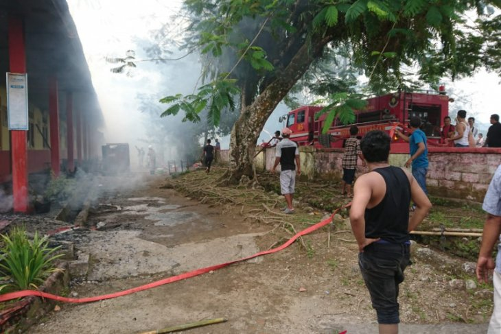 Kebakaran hanguskan lima ruang kelas SD di Padang Pariaman