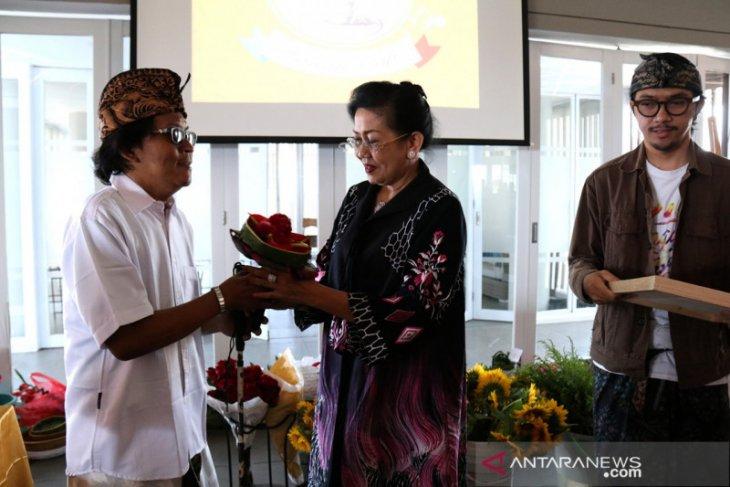 Putri Koster inginkan bunga lokal Bali mendunia