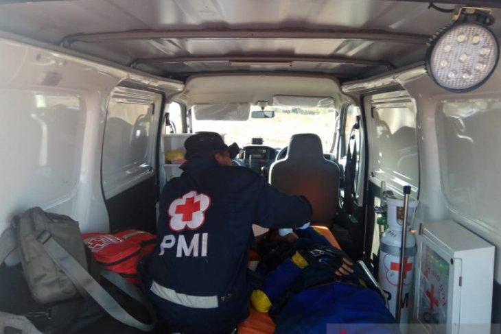 PMI evakuasi dua petugas terluka saat padamkan kebakaran hutan di Martapura