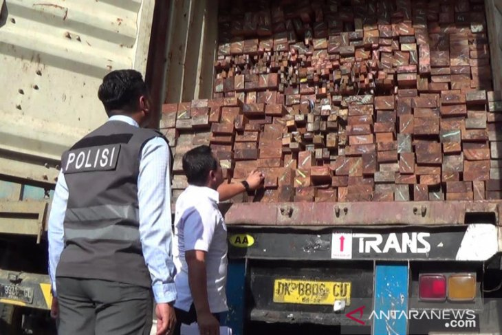 Polrestabes Surabaya selidiki dugaan penyelundupan kayu meranti