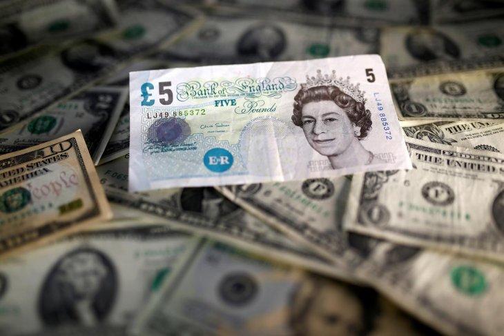 Kurs dolar menguat setelah pound jatuh tertekan kekhawatiran