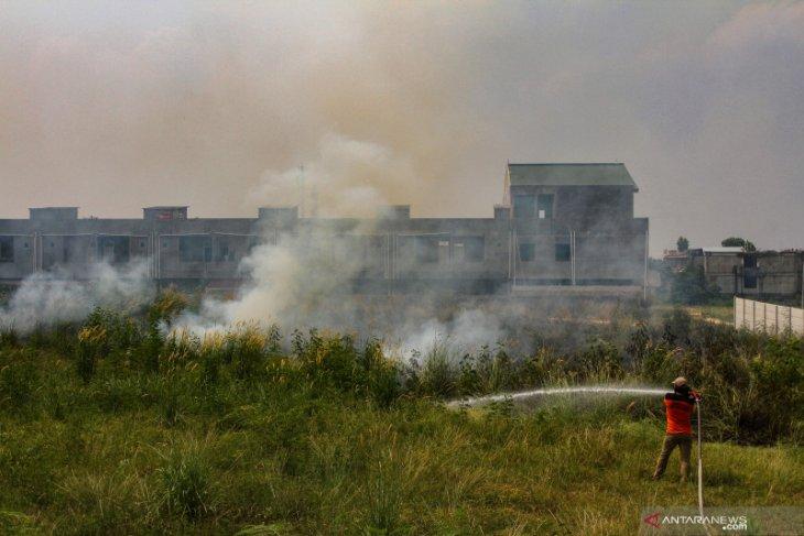Air-polluting forest fire hotspots in Riau reach 154