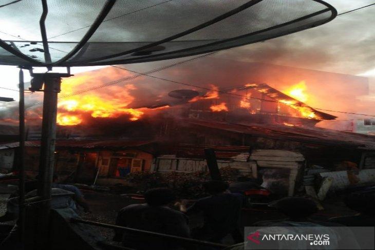 Rumah Rosmawati di Sipirok habis terbakar