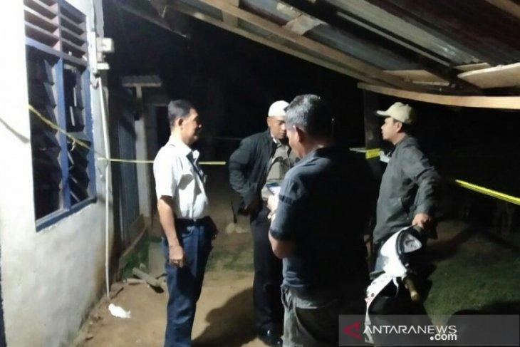 Seorang pria bunuh istri sendiri hebohkan warga Abu Sakim