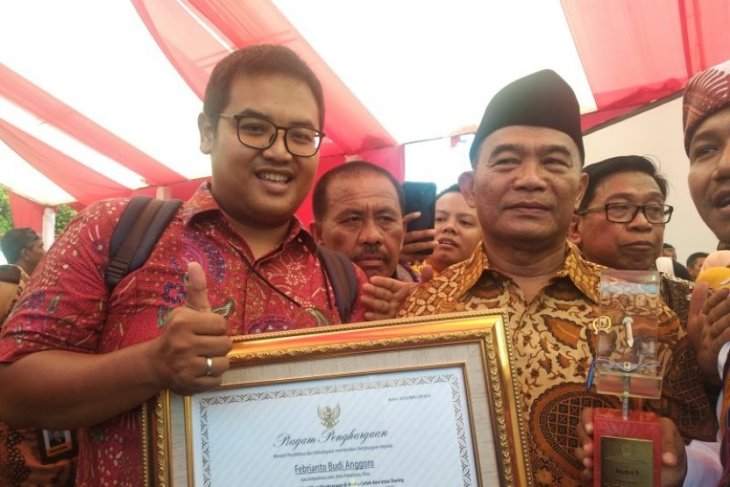 Pewarta ANTARA meraih penghargaan lomba jurnalistik Hari Aksara
