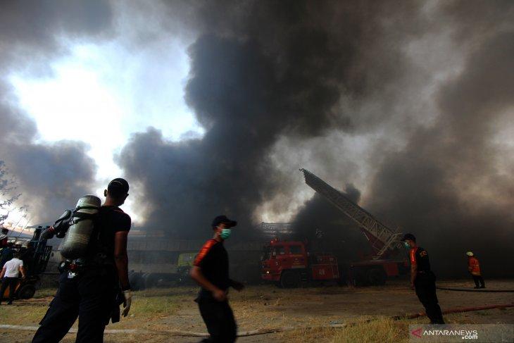 Kebakaran gudang onderdil kendaraan bermotor