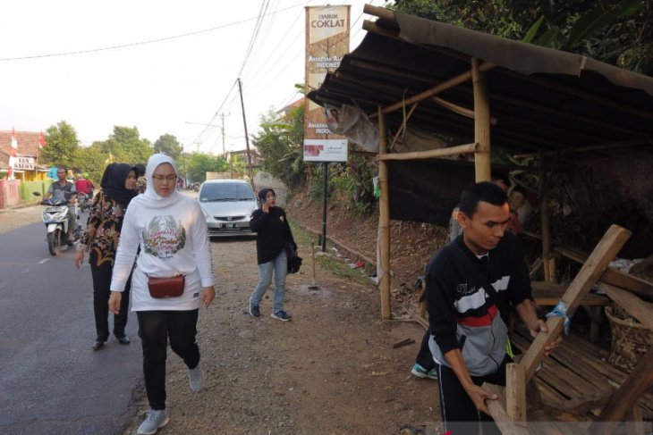 Bersihkan gorong-gorong  antisipasi ancaman bencana saat musim hujan di Purwakarta