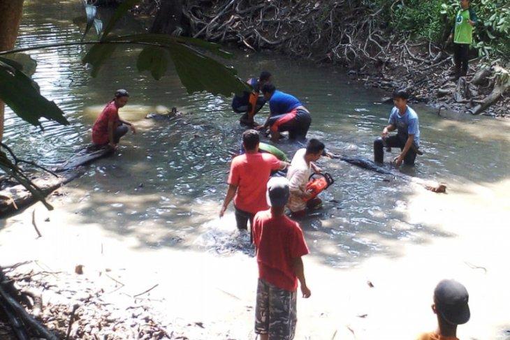 Warga Desa Tanta Tabalong bersihkan Sungai Mangkusip