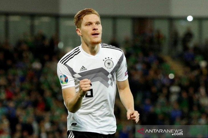 Jerman rebut puncak Grup C tapi Belanda membayangi dengan selisih tiga poin
