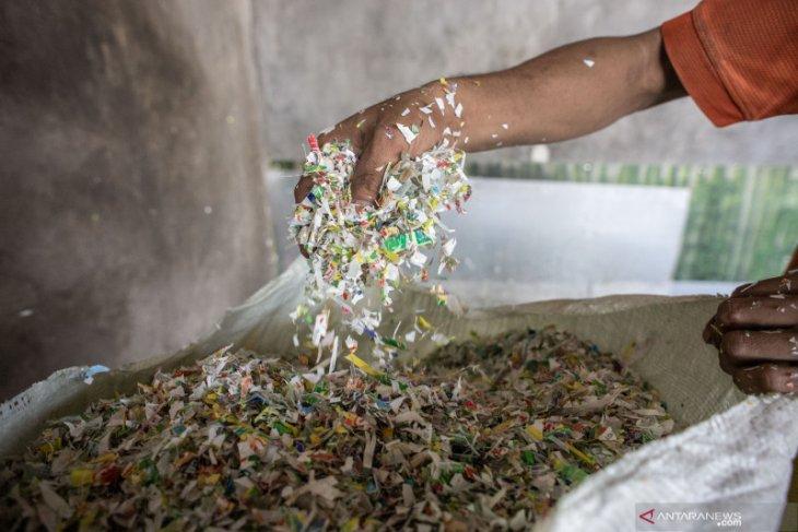 Perangi plastik, warga desa Filipina tukar sampah dengan beras