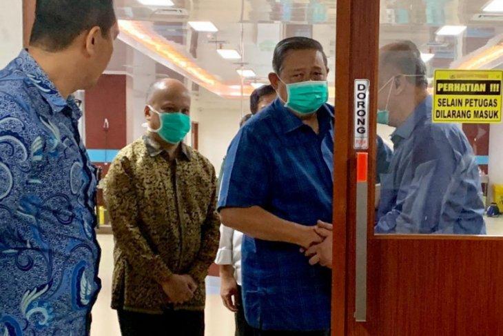 SBY jenguk BJ Habibie di RSPAD