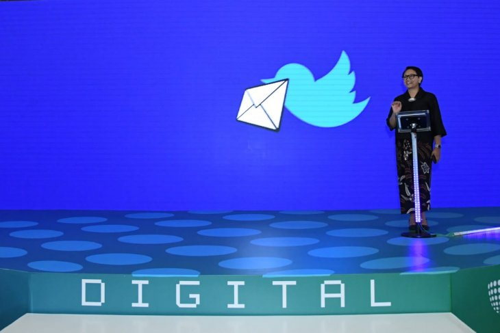 Minister encourages digital diplomacy usage to spread peace message