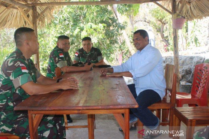 Satgas Pamtas Yonif 142/KJ temui tokoh agama di perbatasan RI-Timor Leste