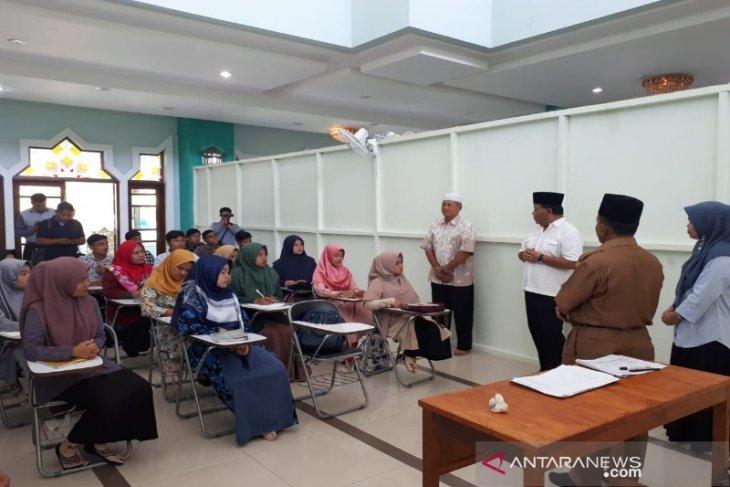 Mahasiswa baru STAIN Madina kuliah di Masjid