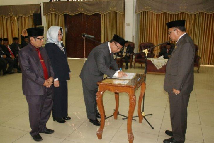 Bupati Tabalong rombak tiga pejabat eselon II