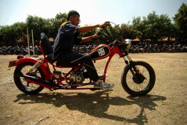 Sepeda motor berbahan limbah besi