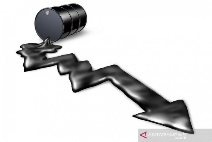 Tertekan kekhawatiran kelebihan pasokan, harga minyak turun