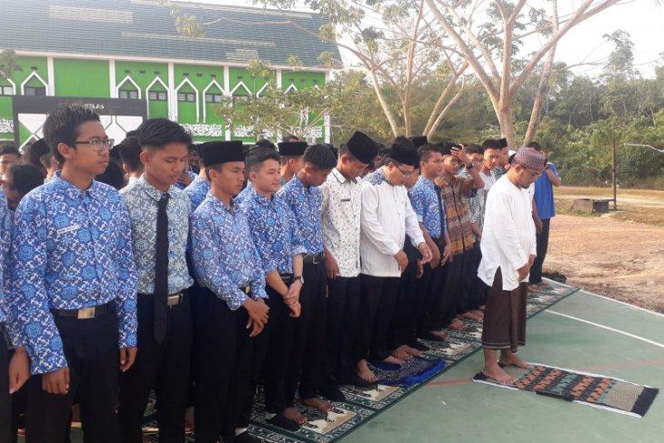 Prestasi BJ Habibie - Pendiri MAN IC sekolah padukan agama-teknologi