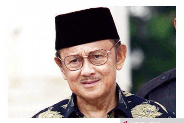 BJ Habibie Bawa Indonesia Masuk Gerbang Teknologi