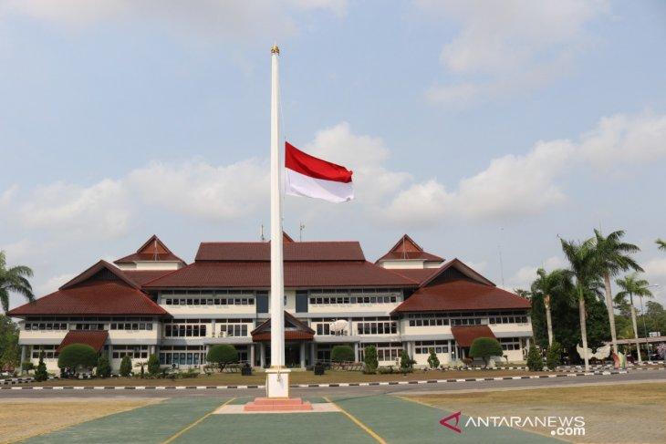 BJ Habibie Wafat - Masyarakat diimbau kibarkan bendera setengah tiang selama tiga hari