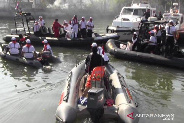 Kesyahbandaran Tanjung Perak gelar bersih laut dan pantai