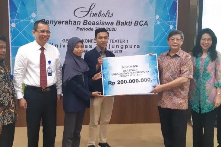 BCA Gelar kuliah umum-serahkan beasiswa Rp200 Juta bagi mahasiswa berprestasi Untan