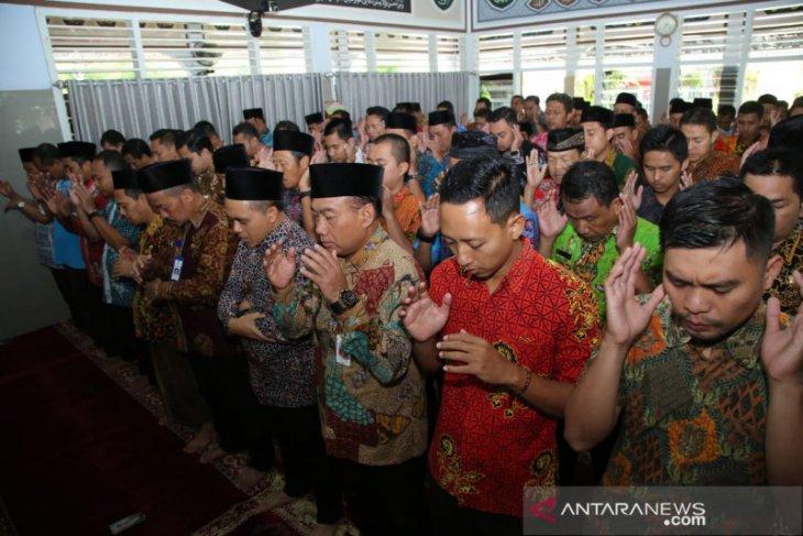 Bupati dan staf Pemkab Banyuwangi shalat ghaib
