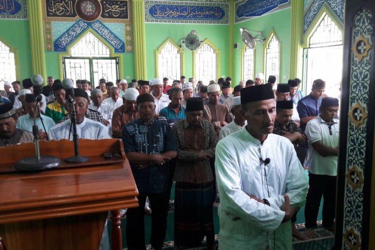 Habibie Wafat - Ratusan jamaah sholat Jumat sholat gaib buat BJ Habibie