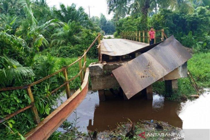 Aceh Barat anggarkan Rp4 miliar bangun jembatan  ambruk