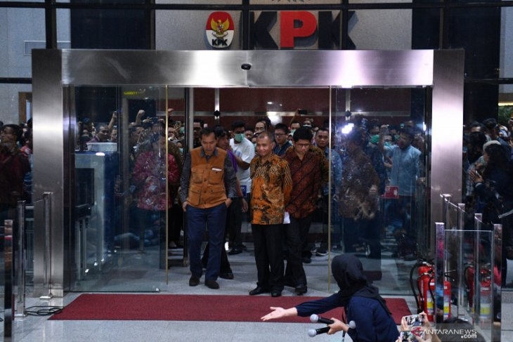 Himpunan Aktivis Milenial Indonesia minta pimpinan KPK mundur