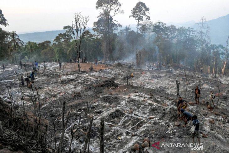 Perkampungan Warga Baduy Dilalap Api