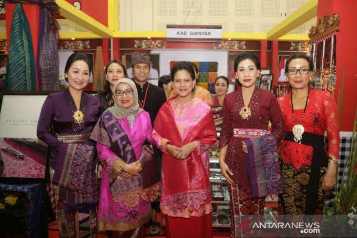 Perajin Gianyar partisipasi dalam pameran Kriyanusa 2019 di Jakarta