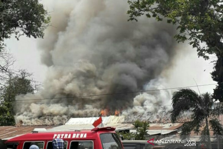 Police dormitory in Palembang quickly turns into towering inferno