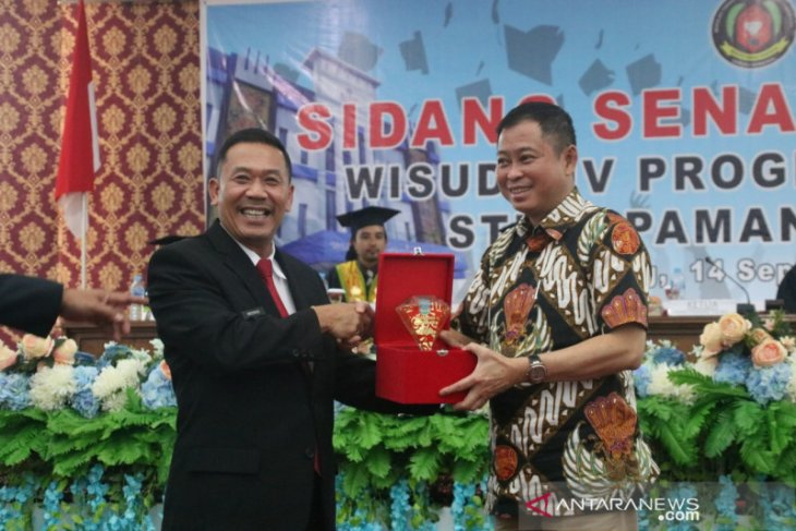 Menteri Jonan salurkan bantuan Rp6 miliar untuk STKIP di Landak