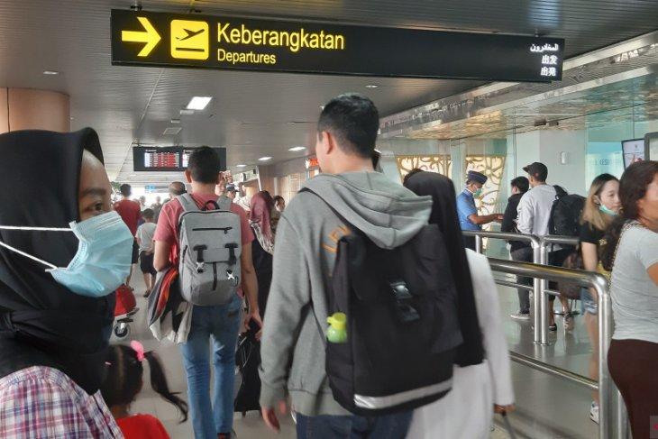 Penumpang di Bandara Supadio Pontianak menumpuk