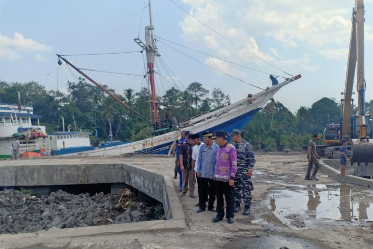 Pemkab Bangka Tengah lakukan keruk alur Pelabuhan Sungaiselan