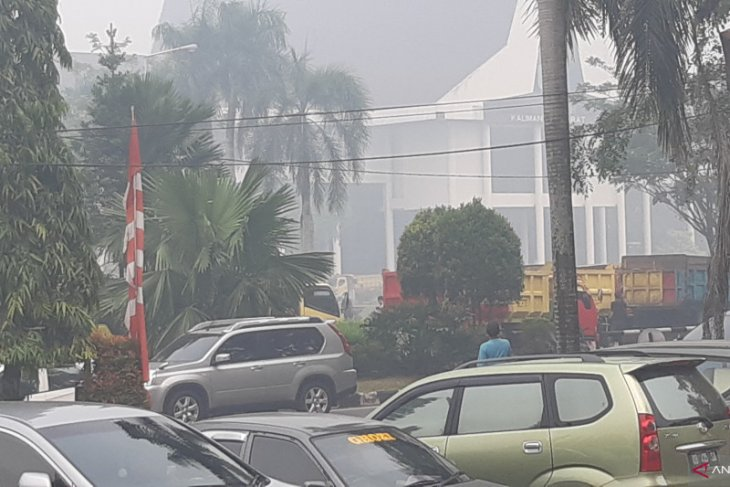 Ratusan truk penuhi kantor Gubernur Kalbar