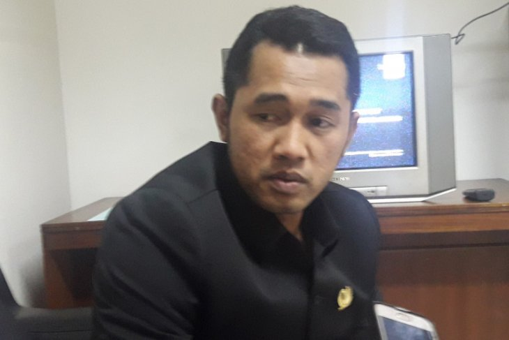 Pemprov Banten diminta perhatikan jalan ligkungan Kota Serang