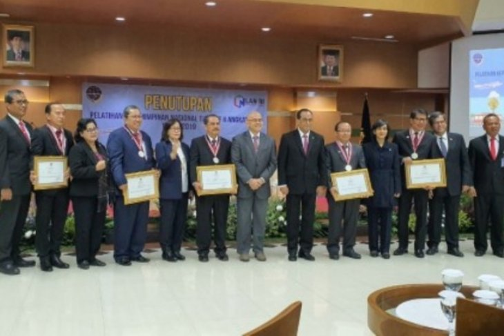 Kepala Dinas Perhubungan Kota Depok raih penghargaan