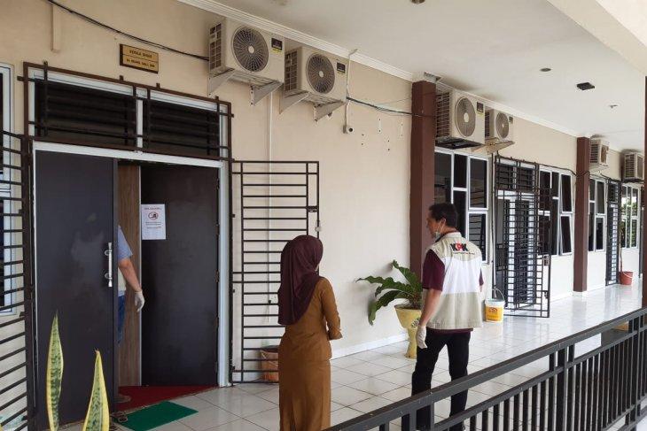KPK geledah ruang Kepala Dinas Pendidikan Kepri