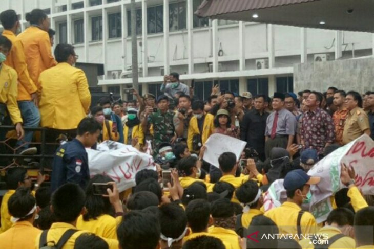 S Sumatra Governor assures students on demands