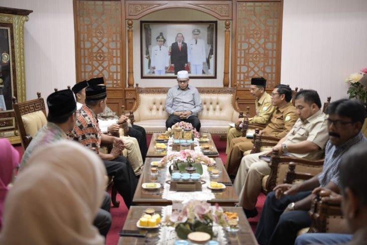 Plt Gubernur Aceh terima perwakilan buruh