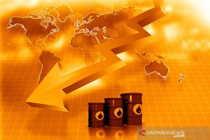 Harga minyak dunia jatuh di tengah kekhawatiran perlambatan permintaan