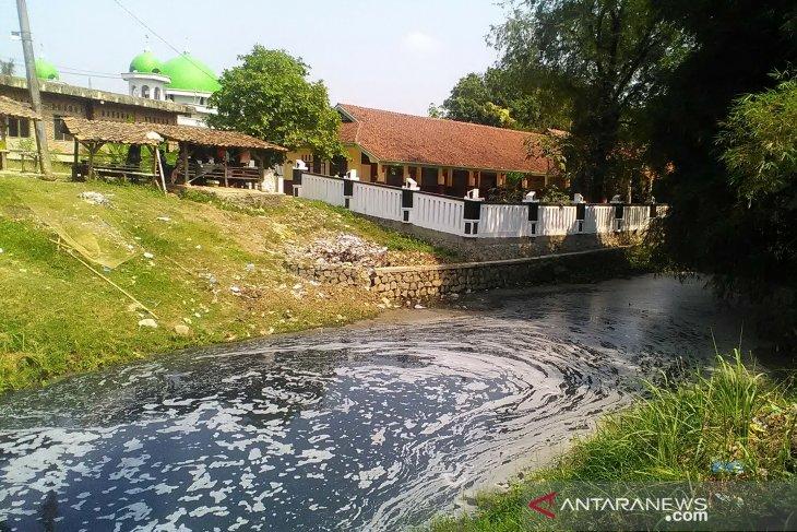 Anggota DPRD Jabar desak proses hukum perusahaan nakal yang cemari sungai