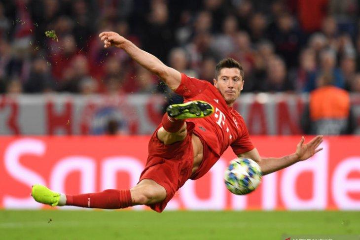 Kata Vidal, Lewandowski hebat tapi tak bisa dibandingkan dengan Messi
