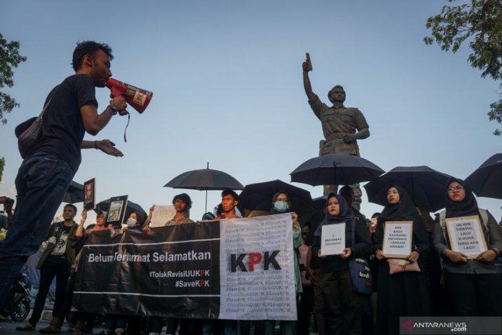 Demontrasi mahasiswa tolak pelemahan  KPK ricuh