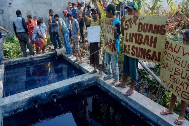 Unjuk rasa pencemaran limbah tekstil