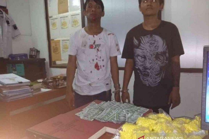 Transaksi puluhan ribu obat terlarang, dua pemuda diamankan petugas