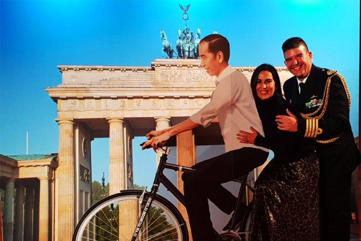 Replika Jokowi mengayuh sepeda hadir di Berlin