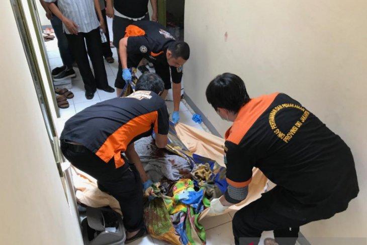Polisi selidiki kasus kematian ibu dan bayi di lantai dua kamar kost